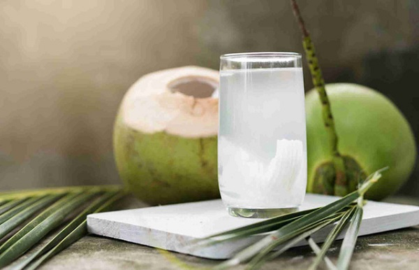 Uống nước dừa nhiều có tốt không