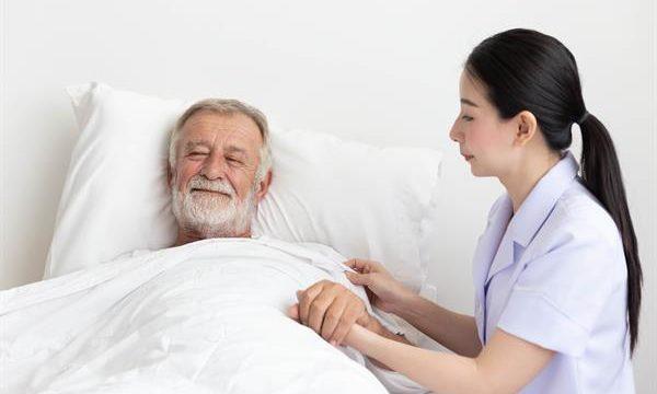 Dịch vụ thuê người chăm sóc bệnh nhân ngày càng cần thiết đối với cuộc sống của chúng ta